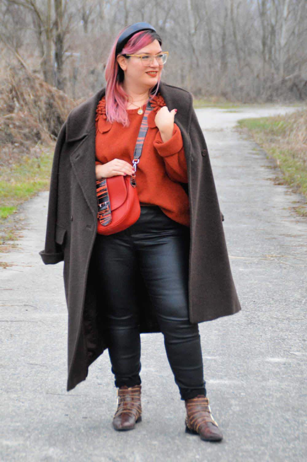 outfit curvy plus size nero e marrone (17)