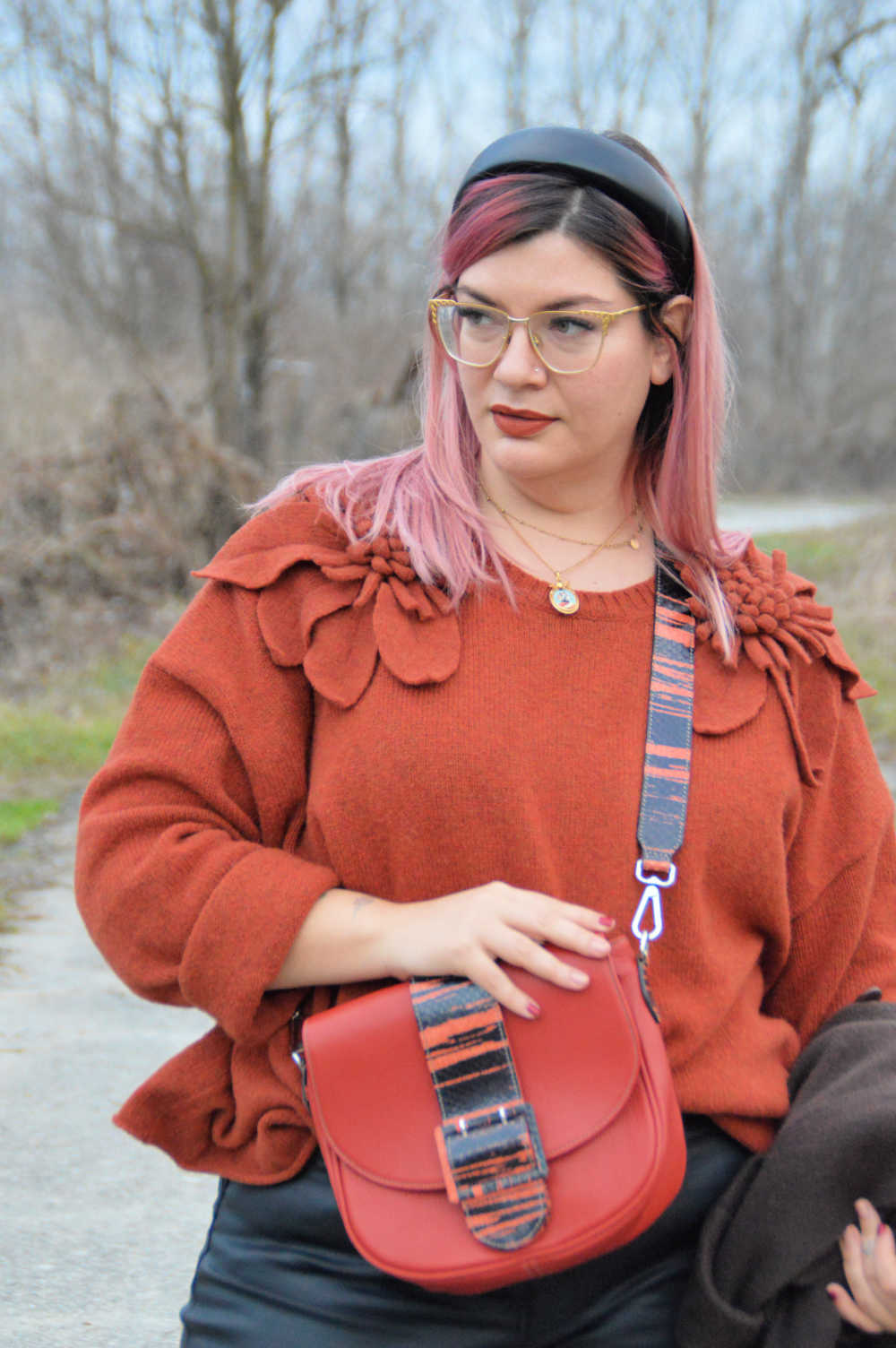 outfit curvy plus size nero e marrone (15)