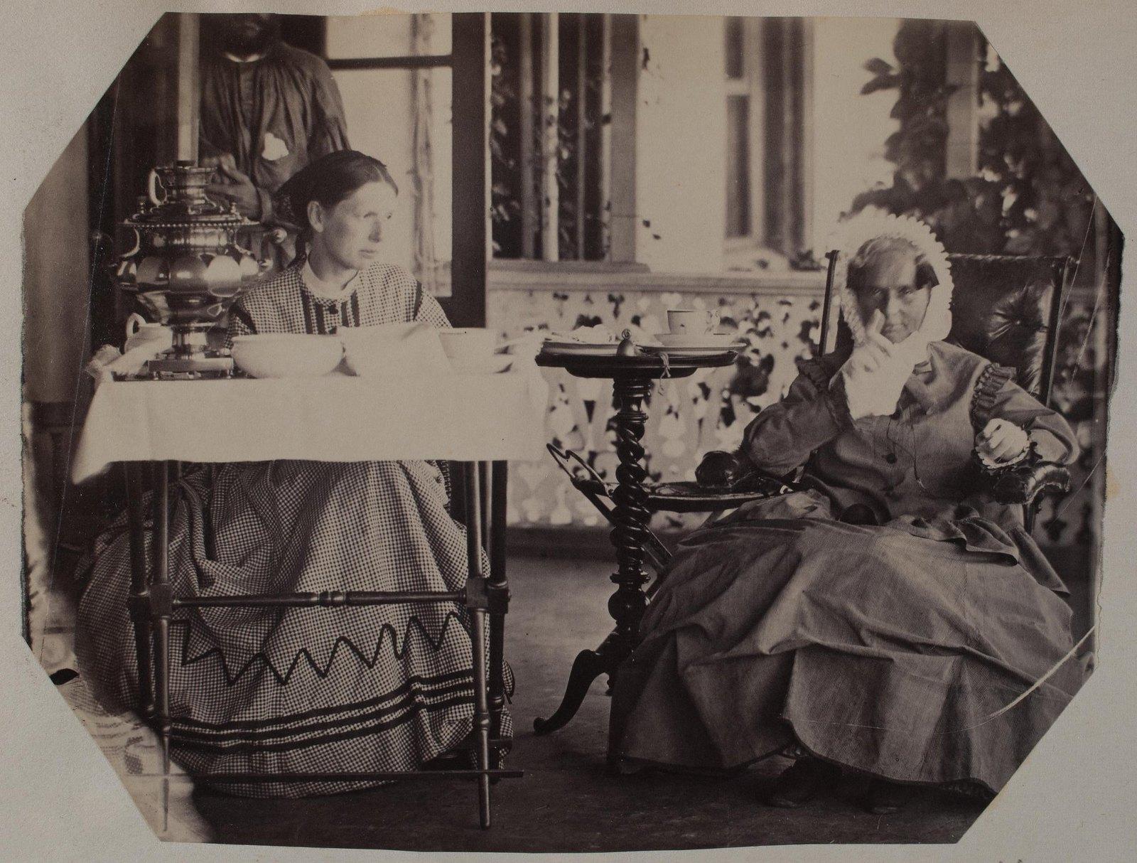 02. 1869. Черткова Софья Николаевна и Муравьева Наталья Григорьевна