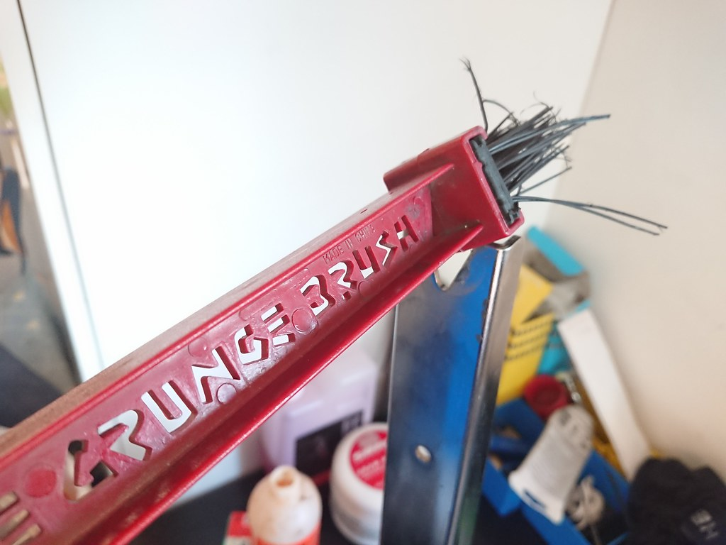 Finish Line Grunge Brush