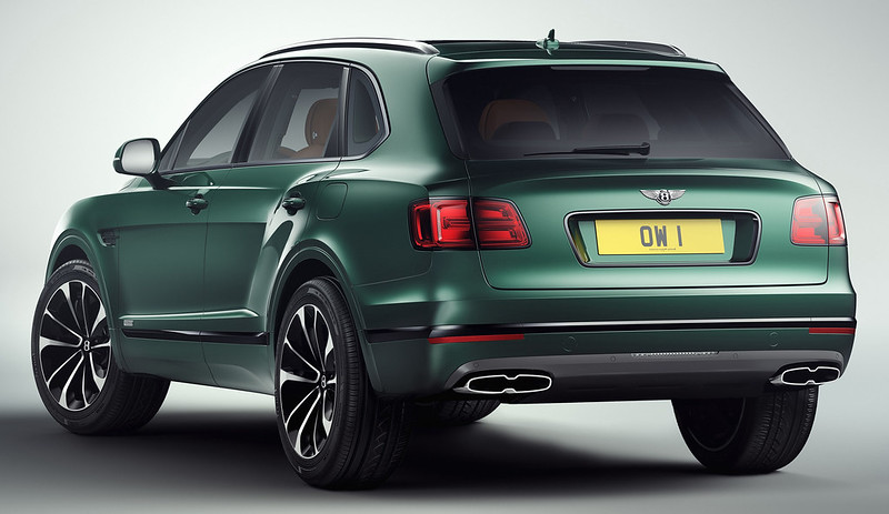 bentley-bentayga-2018-rear-l8