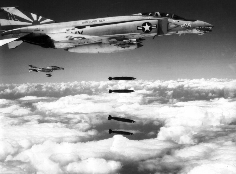historycultureeducation: McDonnell F-4Bs dropping bombs, Vietnam, 1971 [971x713] Source: https://ift.tt/30onALu
