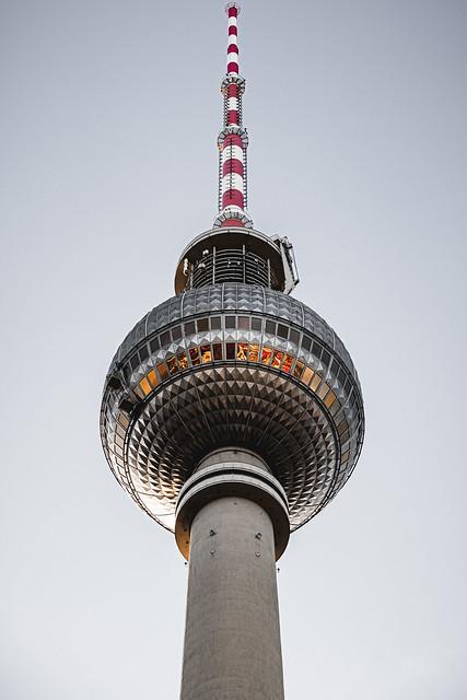 Steh wie ein fester Turm, dem nimmermehr die Spitze schwankt in sturmbewegten Tagen.