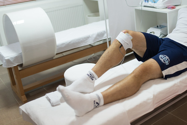 Man taking therapy for his knee in a hospital