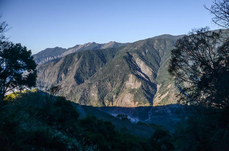 鐵本山產道西眺群山(H 1580 m)  (2)