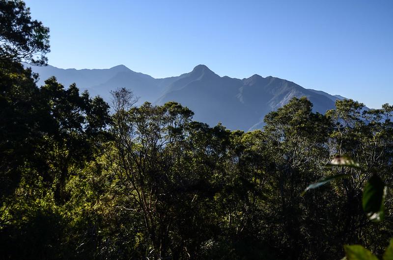 鐵本山步道H 1709m處東南眺群山 (1)