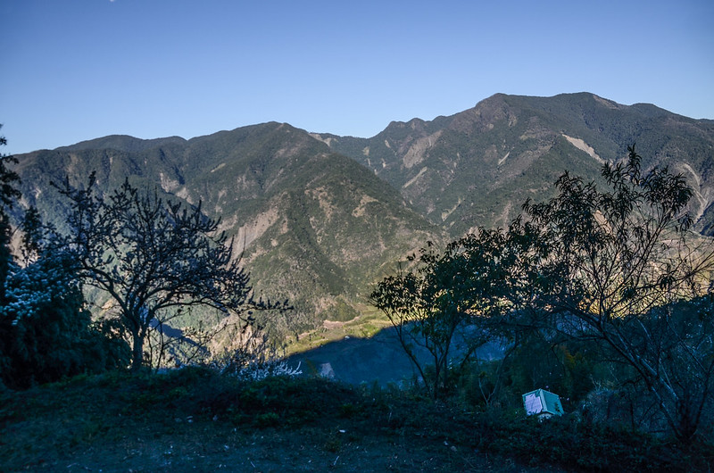 鐵本山產道西北眺群山(H 1582 m)  (1)