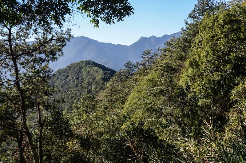 鐵本山步道(H 1850 m)西北望烏夫冬山