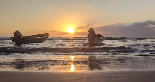 justanotherboringsunset sunset dusk caribbean caribbeanocean ocean boats fishingboats stelizabethparishjamaica frenchmansbay