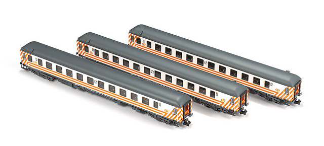 MFTrain N71005. Set 3 coches Regionales 16.200 RENFE