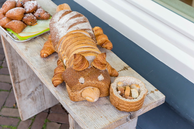 Food art: Creating an animals made out of bread and croissants, in front of a bakery