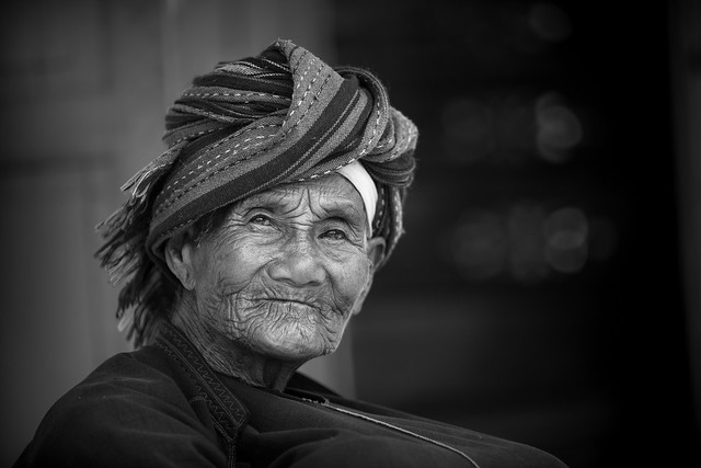 Birmanie:  vieille dame.