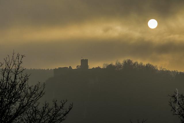 die Silhouette einer Burg