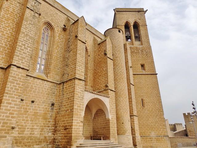 Artajona - Iglesia-fortaleza de San Saturnino -Navarra.