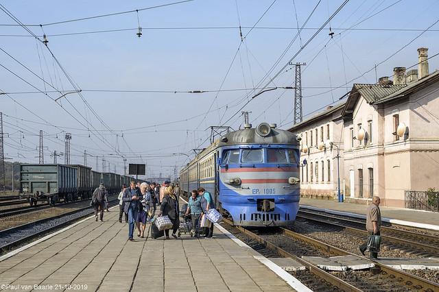 UZ - ER2-1005 @ Batovo (Батьово) 21-10-2019