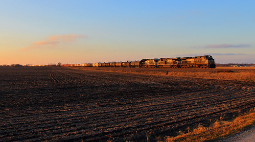 ns9408 ns148 arnold foxlane dash944cw sunset norfolksouthern springfieldhannibaldistrict