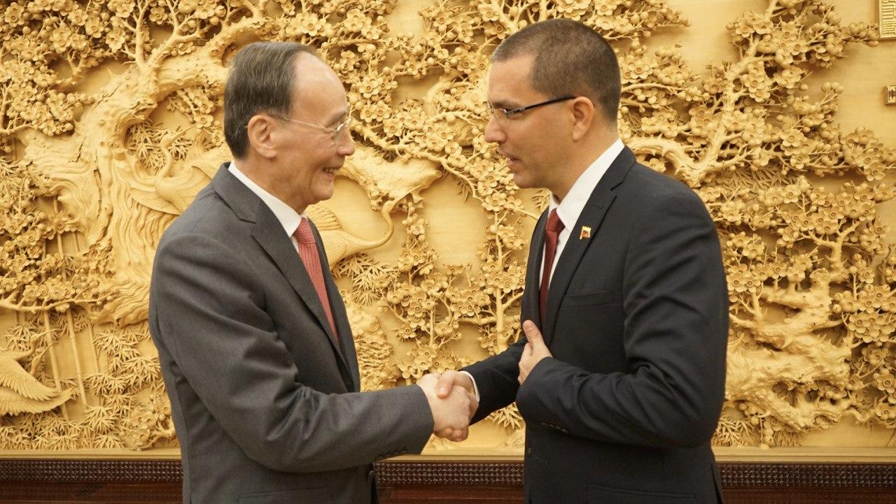 Canciller Arreaza sostiene encuentro bilateral con vicepresidente de China Wang Qishan