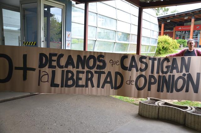 Manifestación en rechazo a declaración de decanos UACh.