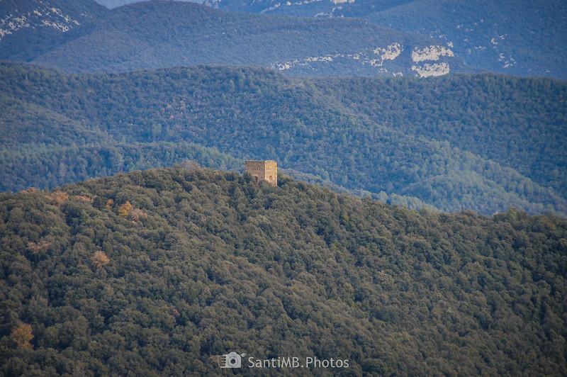La Torre de Canadell desde el volcán de Aiguanegra