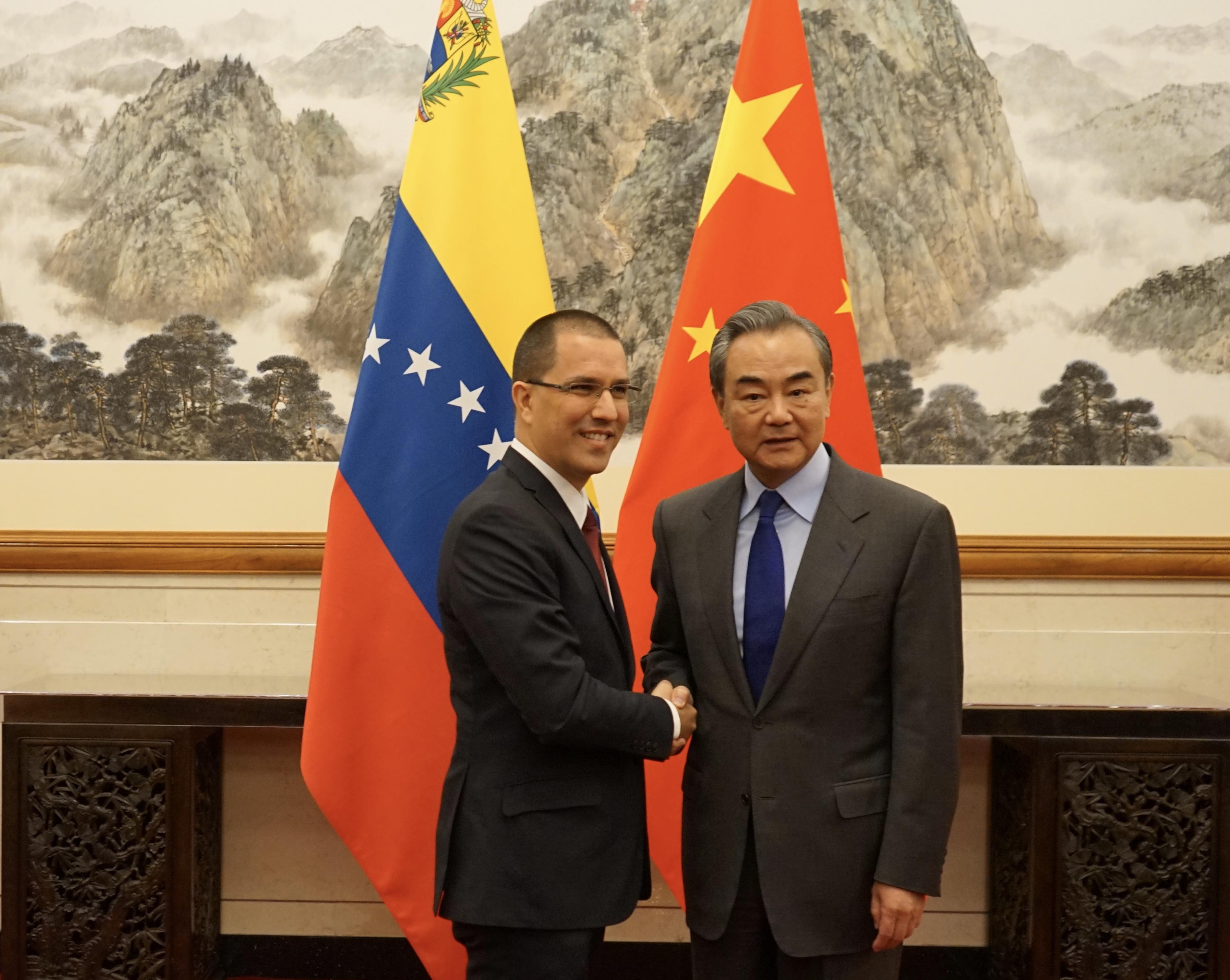 Canciller Arreaza se reúne en Beijing con su homólogo chino Wang Yi