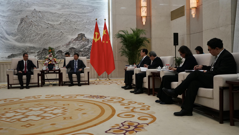 Canciller Arreaza sostiene encuentro con dirigente del Comité Central del Partido Comunista de China