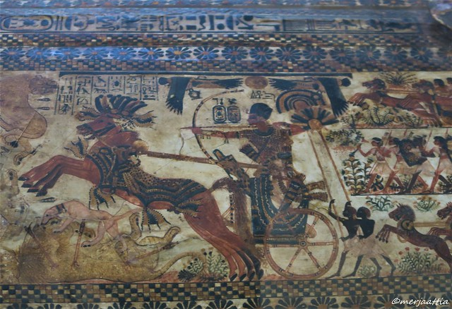 Hunting scenes on the lid of the casket