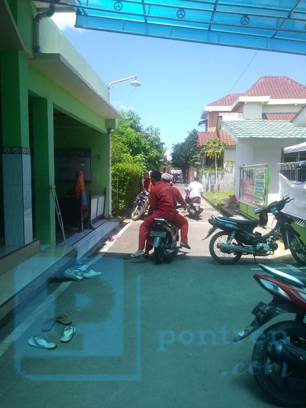 jalan-depan-masjid