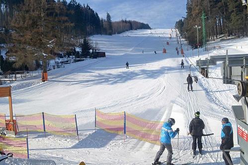 Lyžujte 3 hodiny přes den nebo večer v lyžařském areálu PEKLÁK u České Třebové s 50% slevou