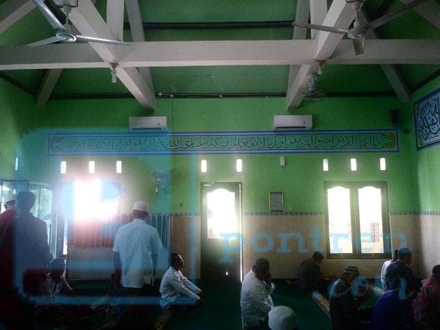 dalam-masjid-almukmin-maduasri-ngijo