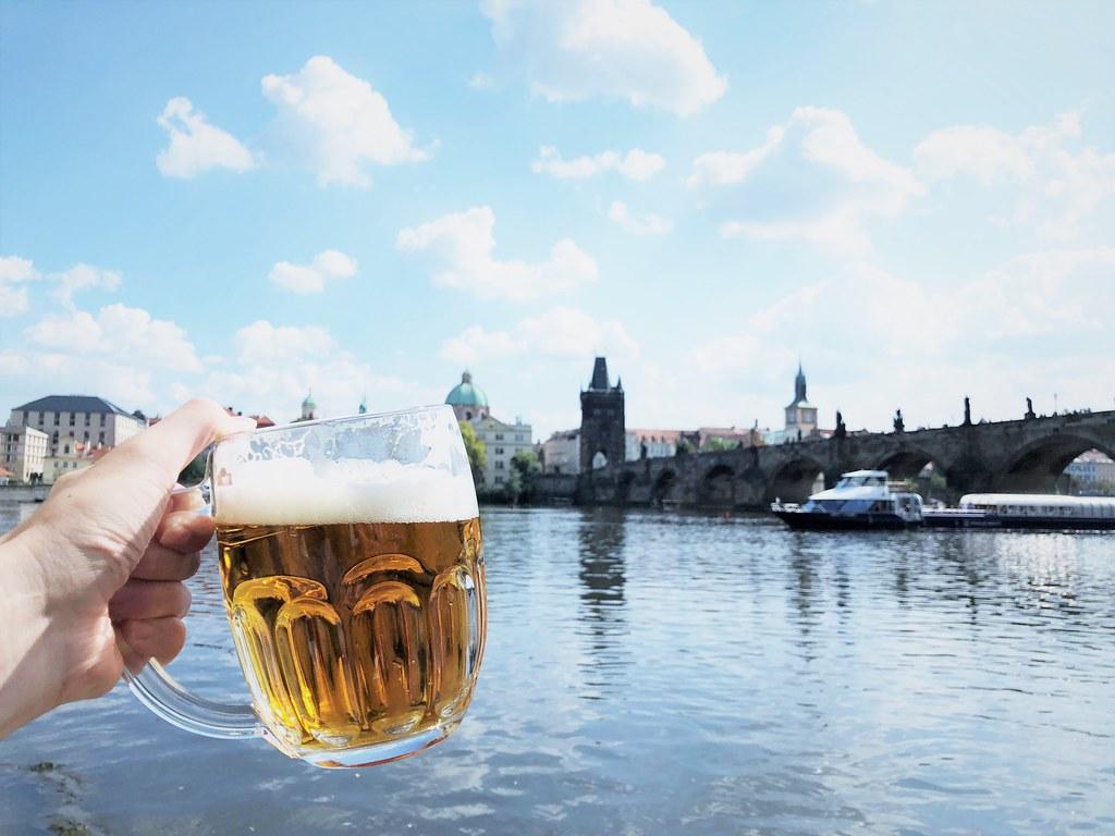 カレル橋とビール