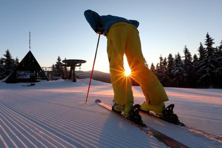 Harrachov: pohodová skiaréna, kde lyžování neutne ani teplá zima