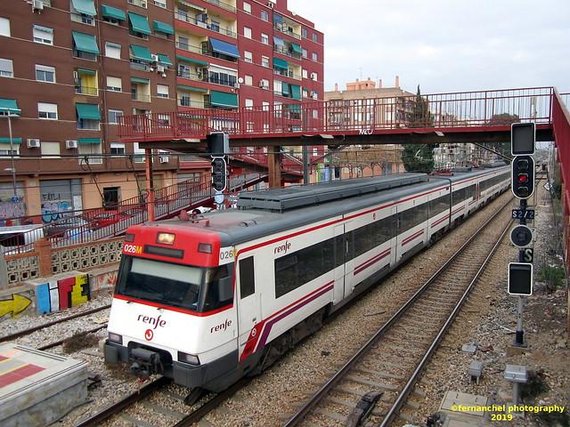 Tren de Cercanías de Renfe (Línea C1 ó C2) entrando en la Estación de ALFAFAR-BENETÚSSER (Valencia)