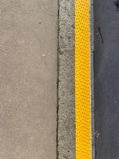 Tactile surface on the side of the pavement