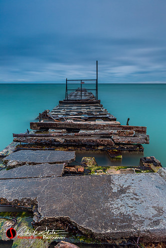 andrewslaterphotography atwaterbeach clouds greatlakes ice landscape mke milwaukee nosun pier shorewood water winter wisconsin unitedstatesofamerica lakemichigan longexposure jetty fence waves natural nature strain overcast