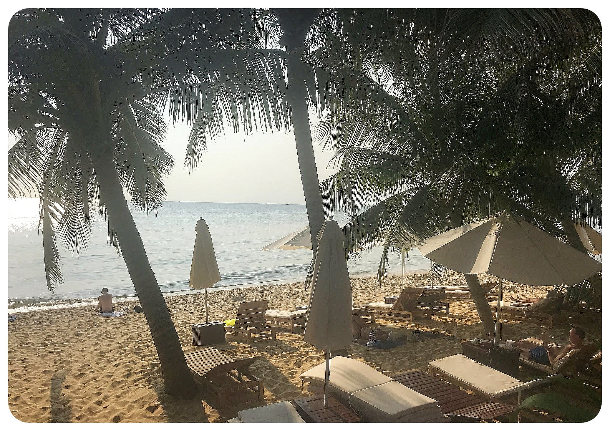 phu quoc long beach sun chairs