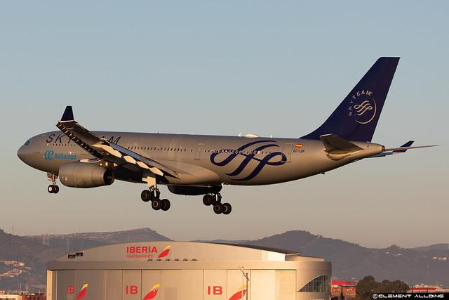 Air Europa Airbus A330-243 cn 526 EC-LQP