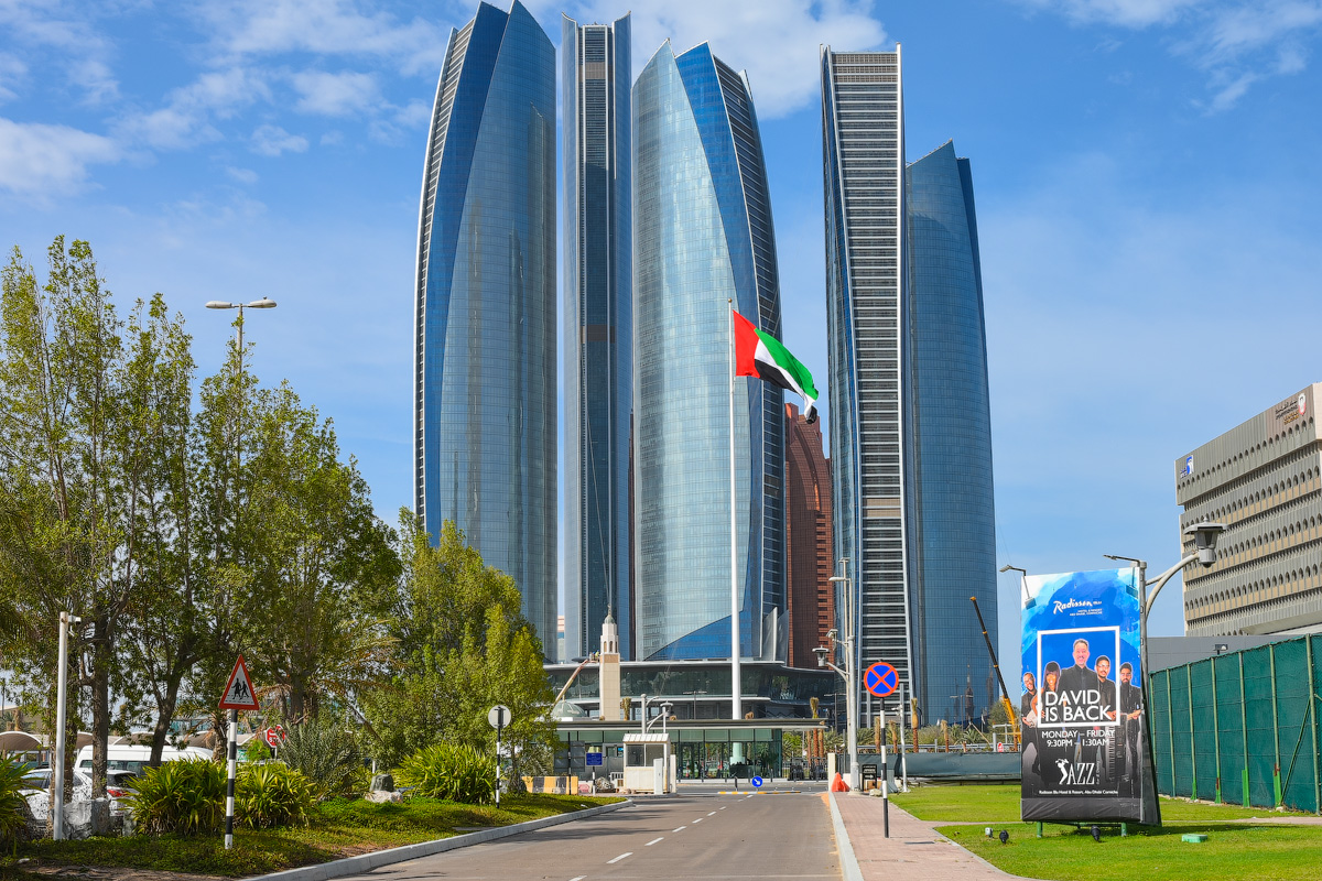 АБУ-ДАБИ: БУДНИ И ПРАЗДНИКИ НЕФТЯНОЙ АРХИТЕКТУРЫ Abu-Dhabi-Architect-(37)
