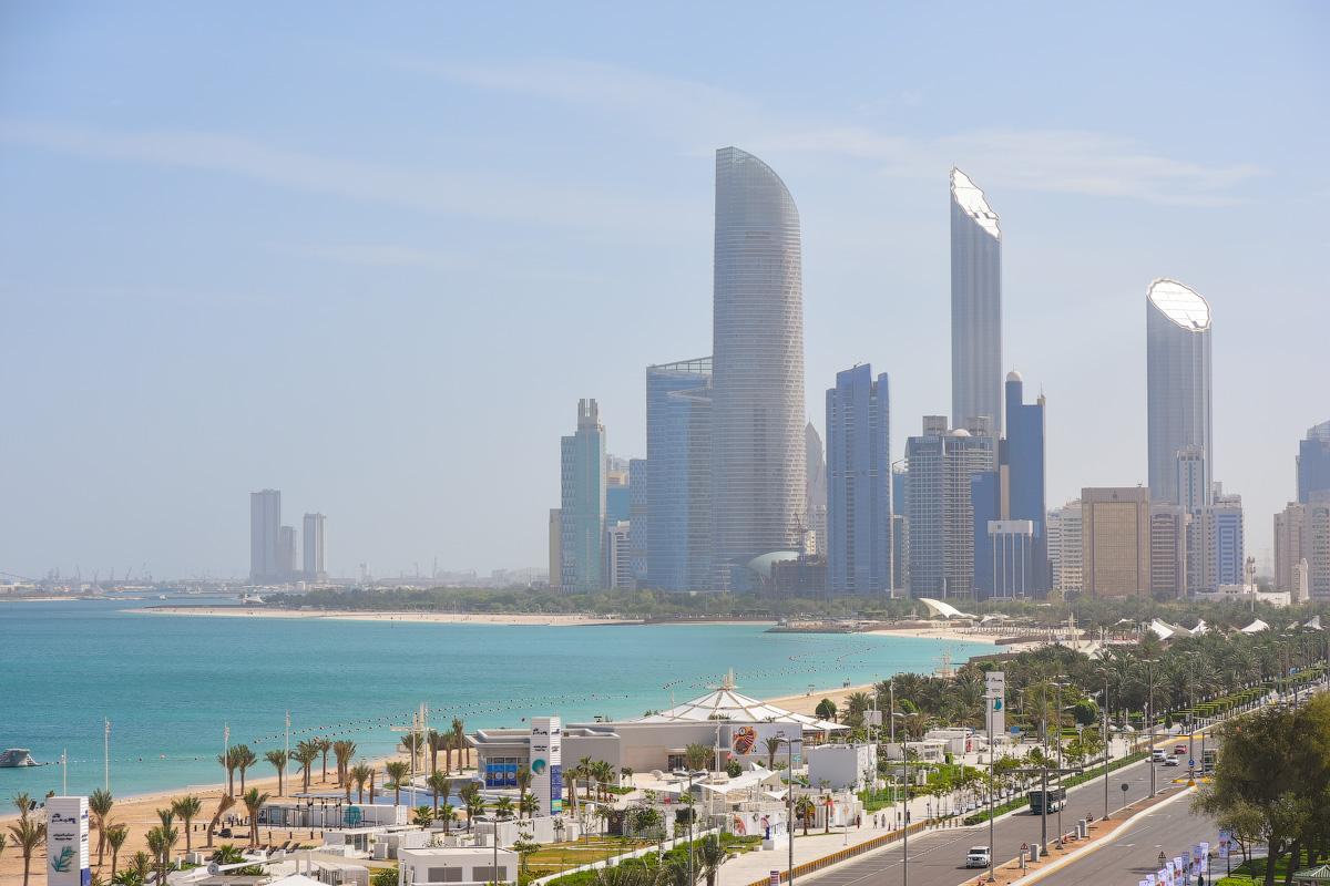 АБУ-ДАБИ: БУДНИ И ПРАЗДНИКИ НЕФТЯНОЙ АРХИТЕКТУРЫ Abu-Dhabi-Architect-(36)