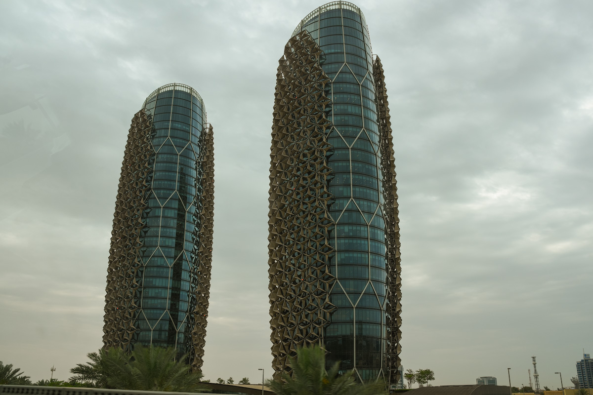 АБУ-ДАБИ: БУДНИ И ПРАЗДНИКИ НЕФТЯНОЙ АРХИТЕКТУРЫ Abu-Dhabi-Architect-(25)