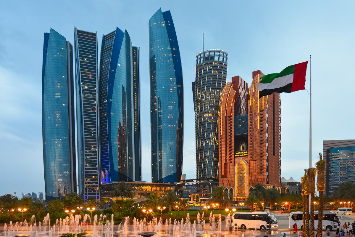 АБУ-ДАБИ: БУДНИ И ПРАЗДНИКИ НЕФТЯНОЙ АРХИТЕКТУРЫ Abu-Dhabi-Architect-(4)