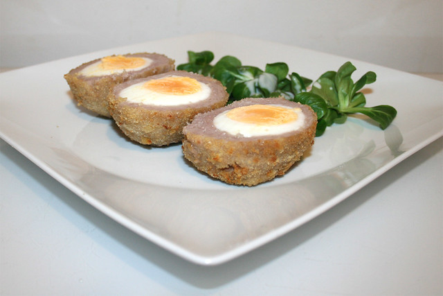 21 - Scotch eggs - Seitenansicht / Side view