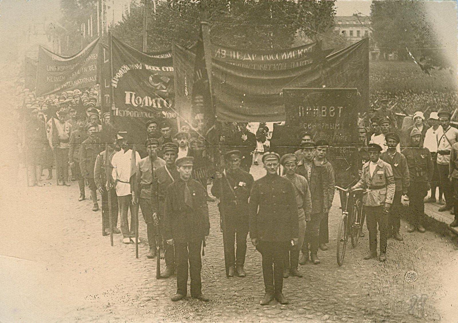 18. 1920. 19 июля. В день торжественного открытия II конгресса Коминтерна у Смольного