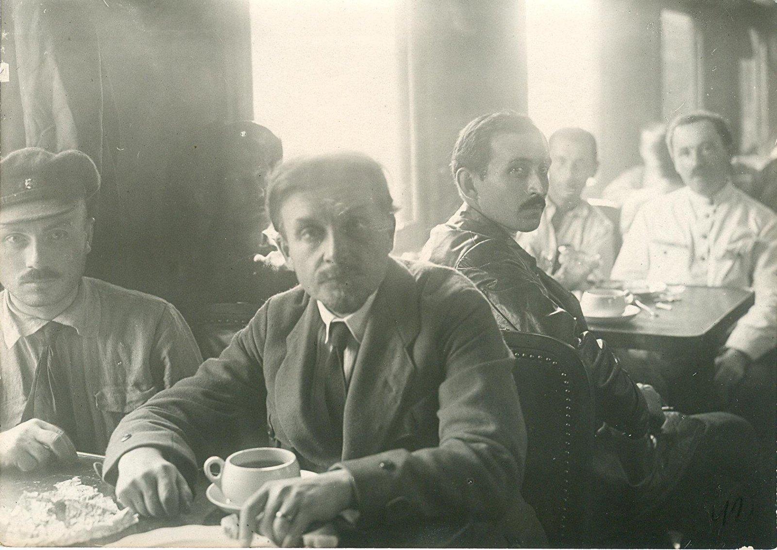 08. 1920. 19 июля. Делегаты II конгресса Коминтерна в вагоне на Николаевском (Московском) вокзале