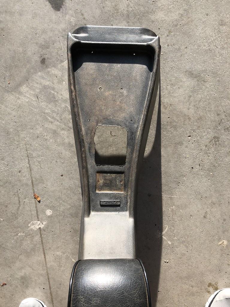 Datsun 510 Center console