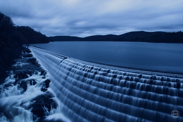 The blue hour at the dam.