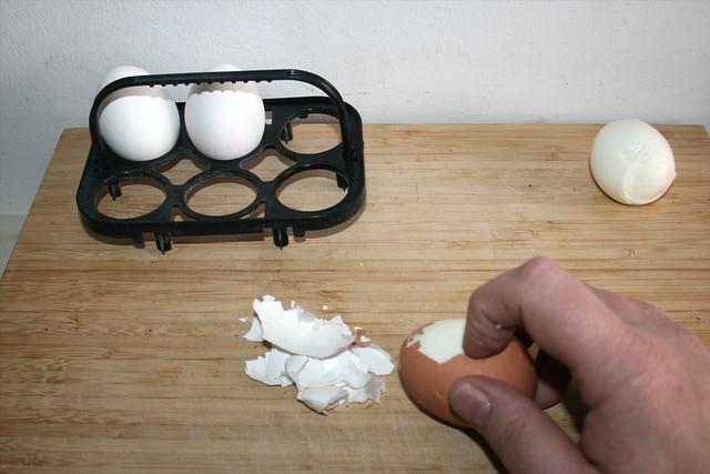 02 - Eier pellen / Peel eggs