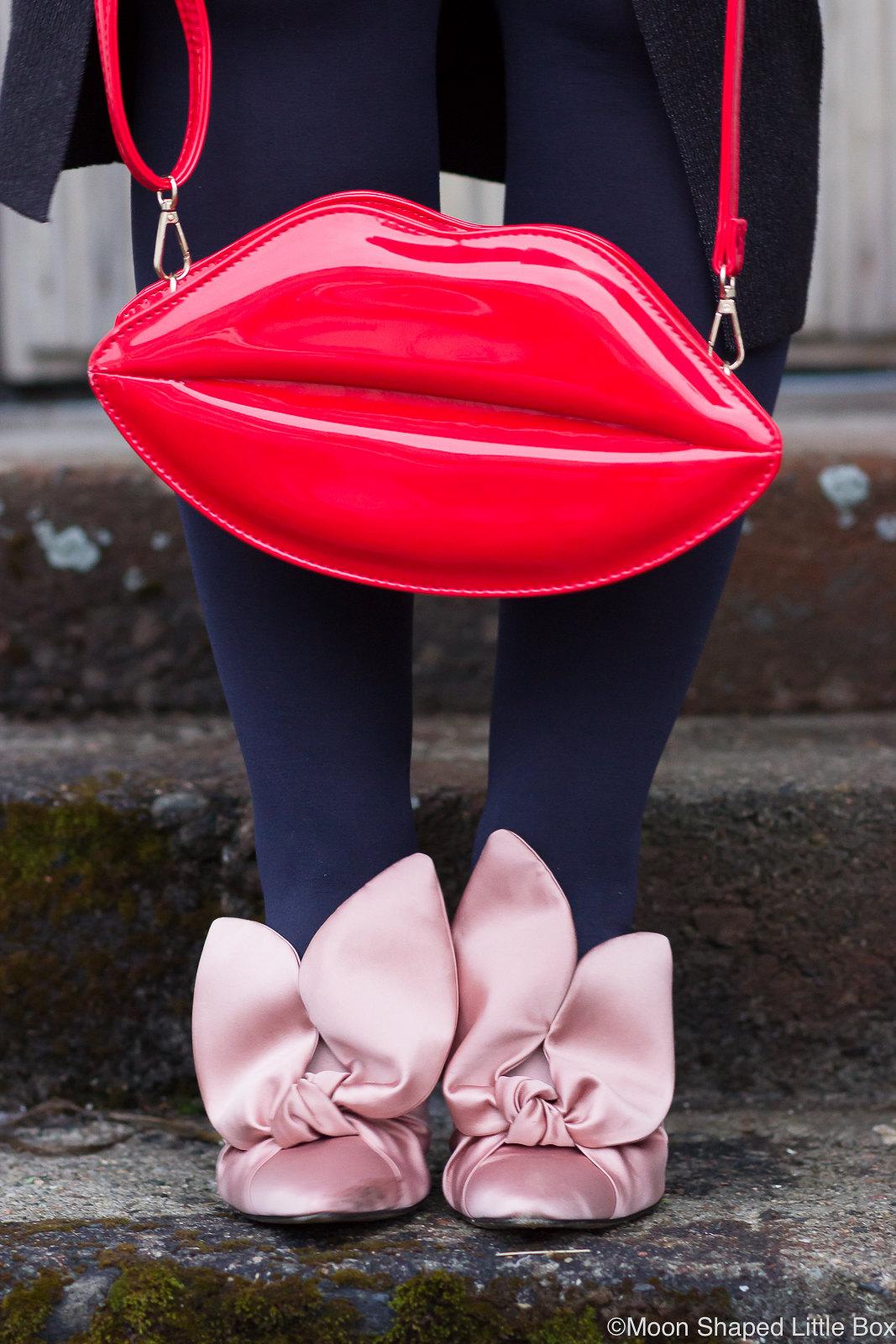 Huultenmuotoinen-laukku-ja-Minna-Parikan-kengat-5
