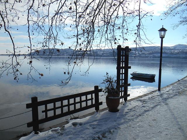 Εικόνες της λίμνης / Views of the lake