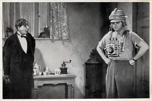 Fritz Odemar and Harry Piel in Ein Unsichtbarer geht durch die Stadt (1933)