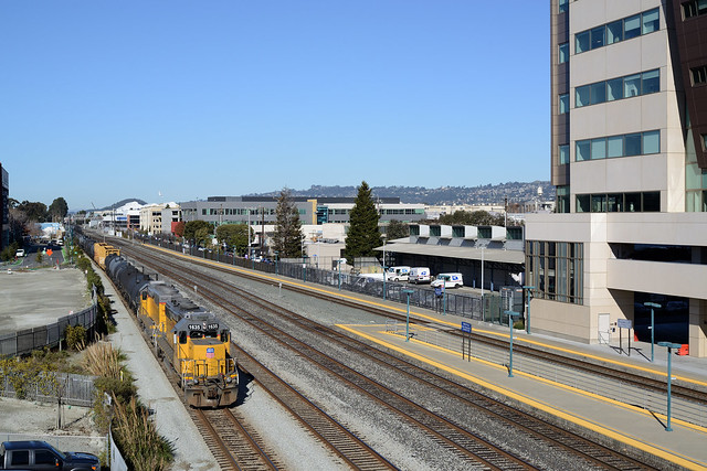 SD40s at Emeryville, CA